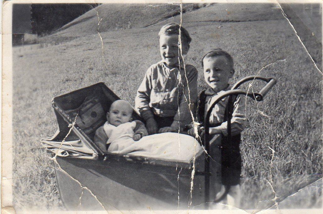 Mildrid, Jarle og Sigbjørn, 1946.
