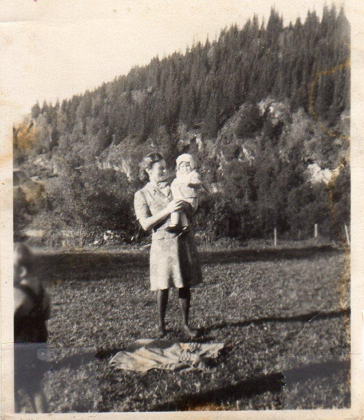 Sara og Mildrid, 1946.