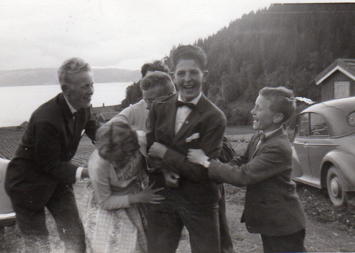 Den yngre garde i Gerds konfirmasjon. Lengst til Høyre Jan Olav.