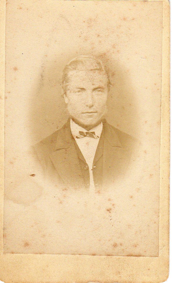 John Pedersen Leren kjøpte Ulvenaune av sin bror Johannes Pettersen Leren i 1899. Han kom fra husmannsplassen Lyngshaug med kona Karen Louise Ulven og barna.