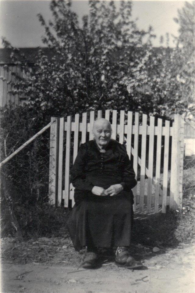 Beret Martha Ulvenaune. Årene har gått siden hun kom til Ulvenaune som ung i 1910.