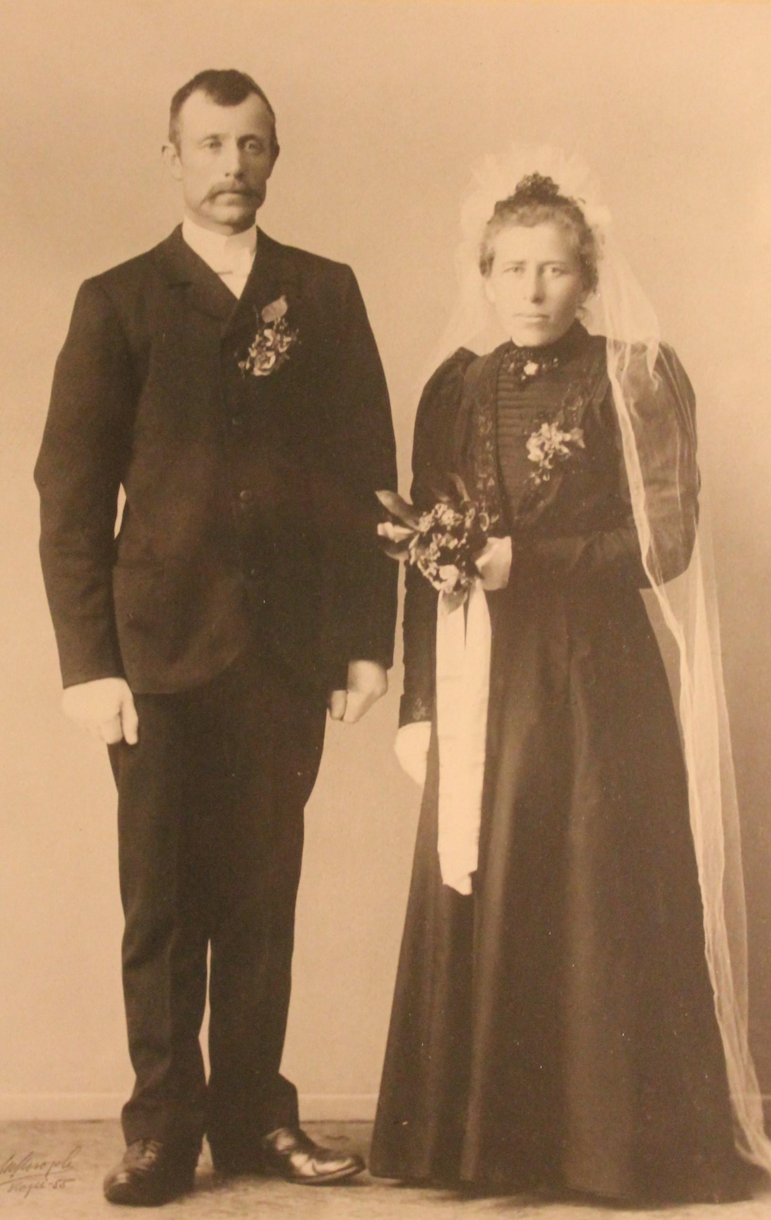 Saras Foreldre, John Rognan og Sofie.